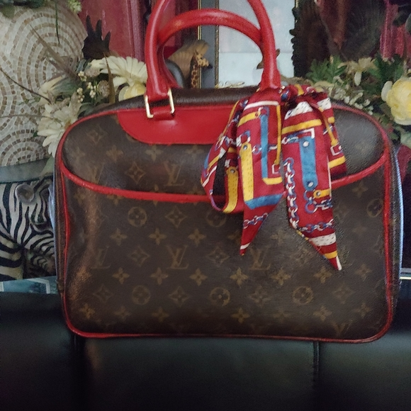 Louis Vuitton Handbags - Louis Vuitton Deauville